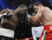 Erdei Zsolt pontozással nyerte a meccset Samson Onyango ellen