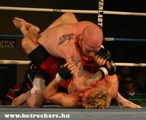 Nem kímélik egymást a ringben